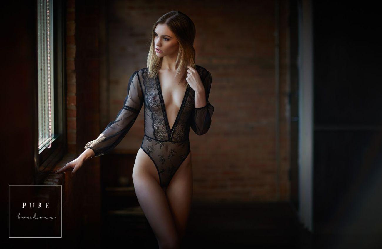 Chicago elegant boudoir session