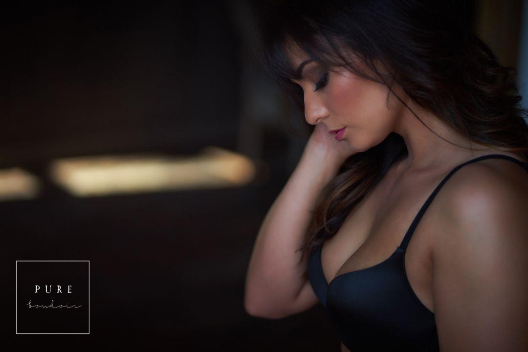 natural light boudoir portrait