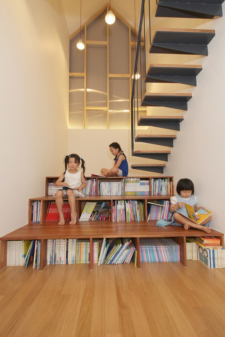 stairs-with-bookshelves_080216_02-800x1200