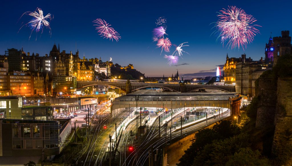 Fireworks over the historical town of Edinburgh the Scottish capital. Sylvester in Edinburgh