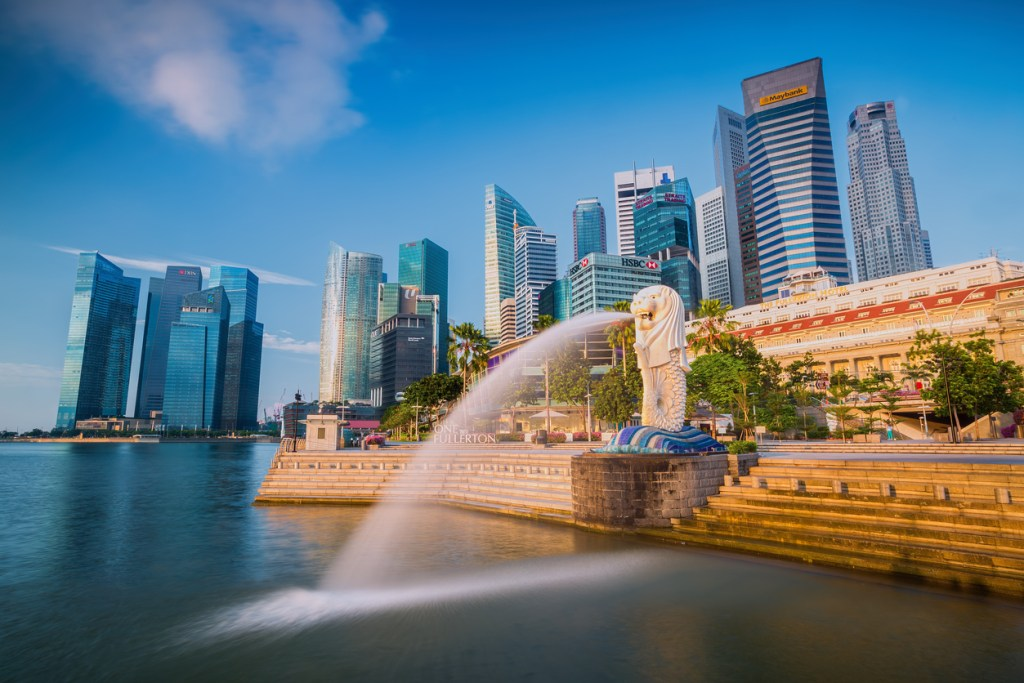 The Merlion fountain and Singapore skyline