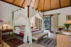 10.-Villa-Batujimbar---Longhouse-bedroom-one