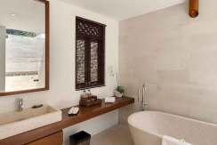 33.-Villa-Batujimbar---Pool-bathroom