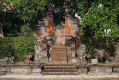 9.-Villa-Batujimbar---Back-gate