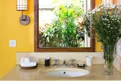 23.-Villa-Maridadi---Guest-suite-bathroom-features