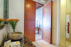 Villa Bidadari Cliffside Estate - Guest Bathroom