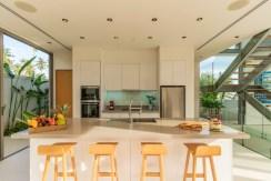 Villa Roxo - Modern kitchen design
