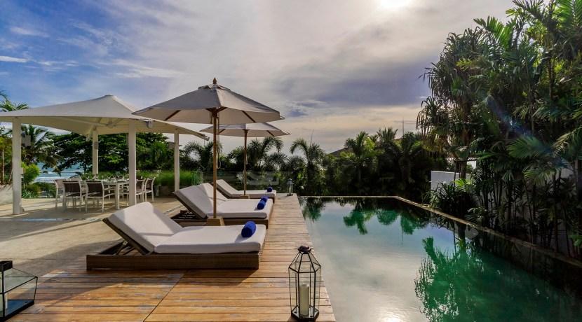 Villa Roxo - Poolside sun loungers