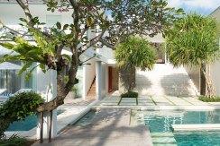 13.-Villa-Canggu-North---Walkways-between-pools-of-North-and-South
