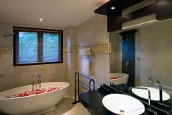 26-Villa-Lega---Third-bedroom-bathroom