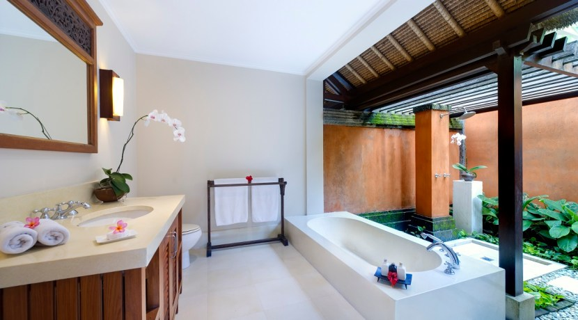 Impiana Villa Canggu - Cemagi Garden Bathroom