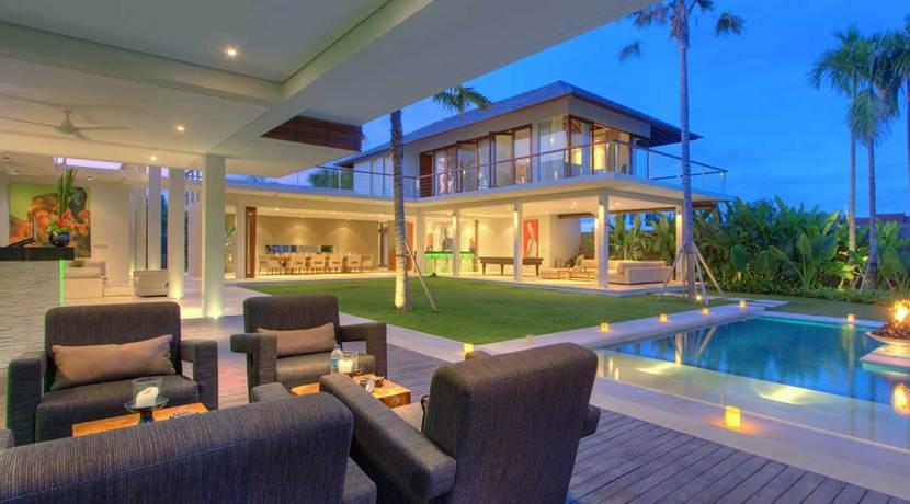 Villa-Kalyani---Bar-area-at-night