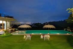 16-Villa-Aiko---Manicured-lawn