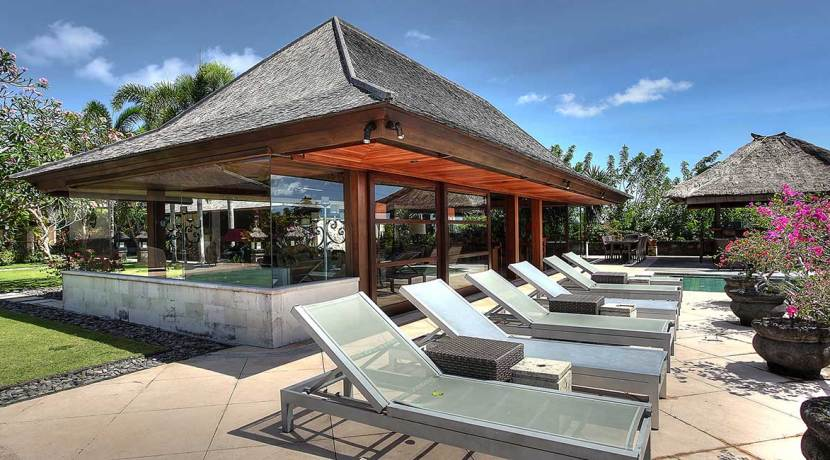 20-Indah-Manis---Airconditioned-living-area-but-the-pool