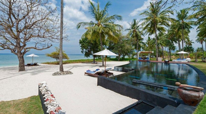 7.-Villa-Sapi---Pool-and-beach-view