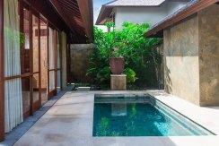 9.-Villa-Bayu-Gita-Beachfront---Master-suite-two-plunge-pool