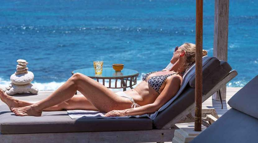 Voyage---Lounging-for-a-day-in-paradise