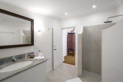 Villa Hill Rise - Bathroom