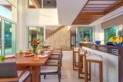 Villa Yaringa - Dining area details