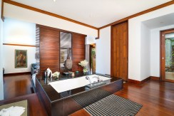 Villa Chada - Mini master suite ensuite bathroom layout