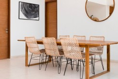 Villa Sandbar - Minimalist dining area design