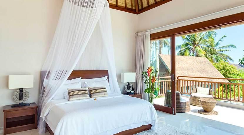 Villa-Tirta-Nila---Oceanfront-master-bedroom