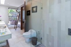 Villa Kailasha_0012_07-The Layar - 1 bedroom - Indoor Bathroom