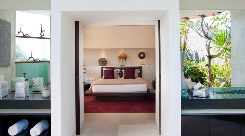 Villa Kailasha_0013_07-The Layar - 3 bedroom - Bedroom and bathroom