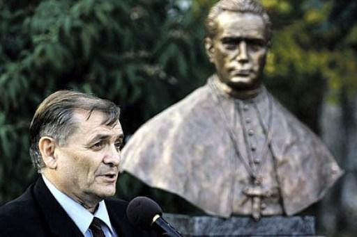el-politico-sandor-lezsak-descubriendo-un-busto-al-obispo-nazi-ottokar-prohaszka