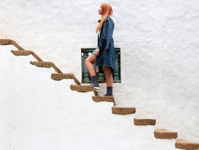 Woman walking up stairs, success, road to success, abusybeeslife, things you need to stop apologizing for