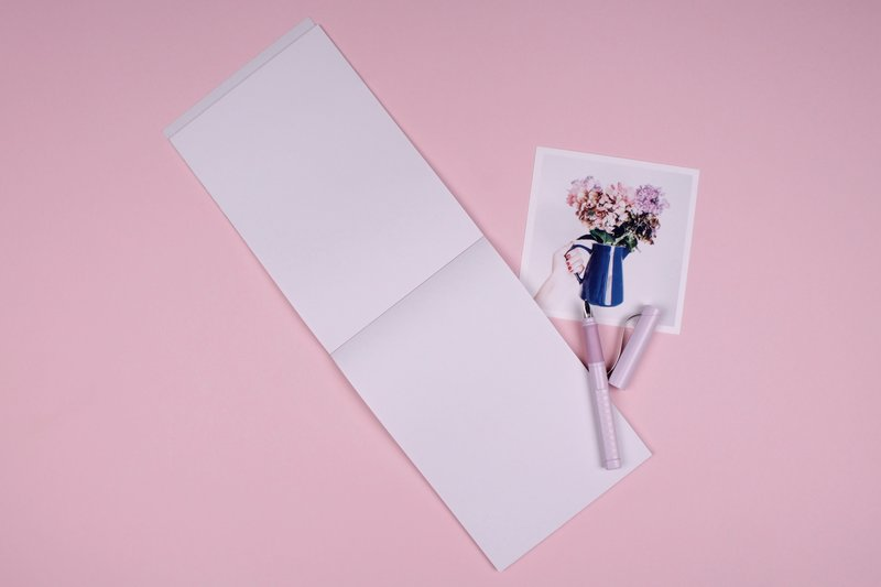How to stop apologizing, notepad, pen, pen and notepad on pink background