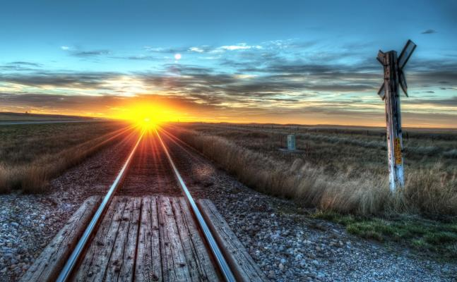 amazing_sunrise_on_the_track_hdr