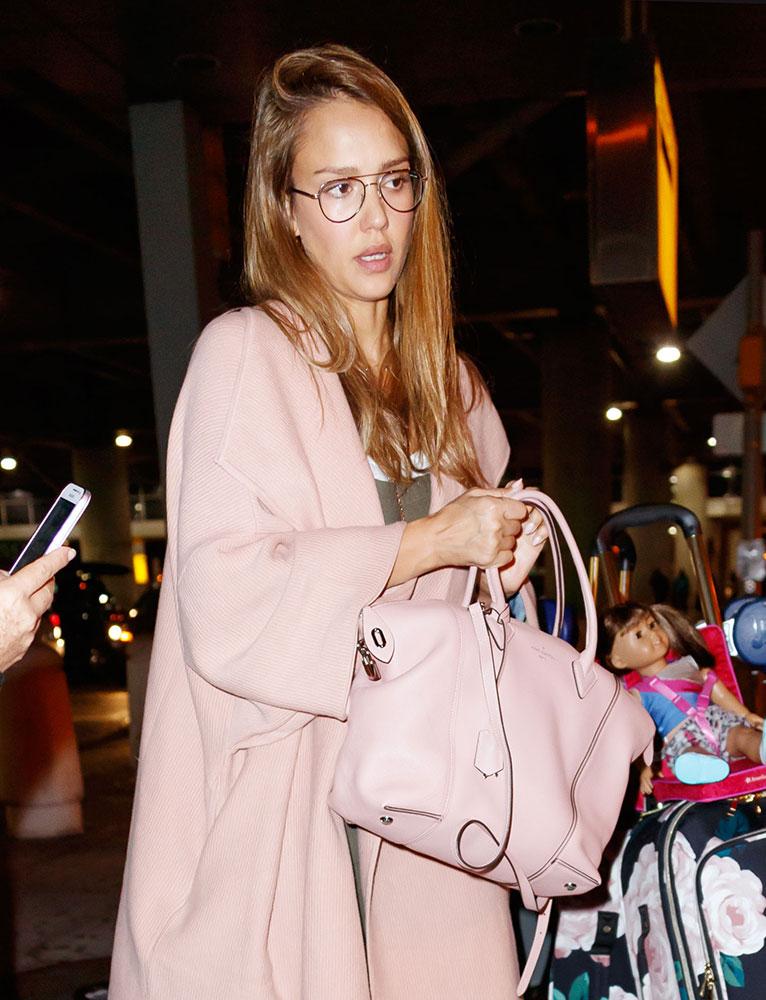 Jessica Alba Louis Vuitton Soft Lockit Bag - DE STIJLVOLLE DESIGNER TASSEN VAN JESSICA ALBA