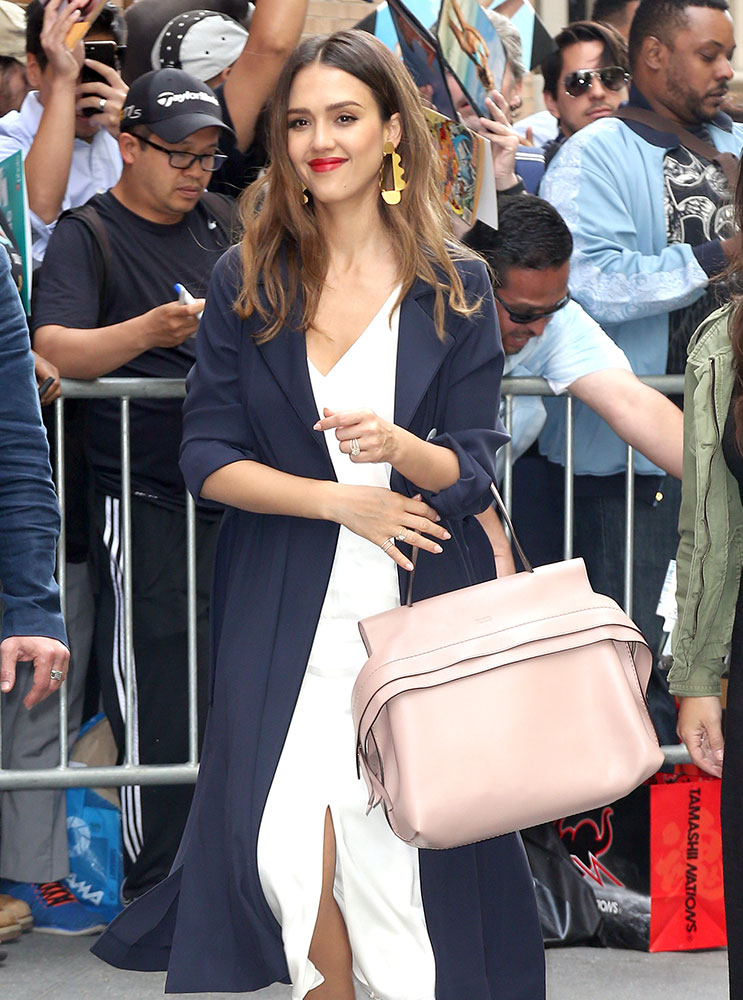 Jessica Alba Tods Wave Bag - DE STIJLVOLLE DESIGNER TASSEN VAN JESSICA ALBA