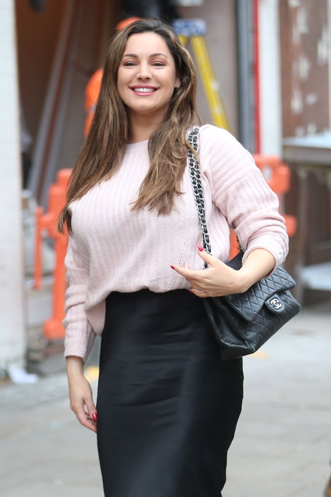 b92d1c0d124e9e Here's radio presenter Kelly Brook, arriving at Global radio headquarters  in London with a quilted black Chanel Flap Bag.