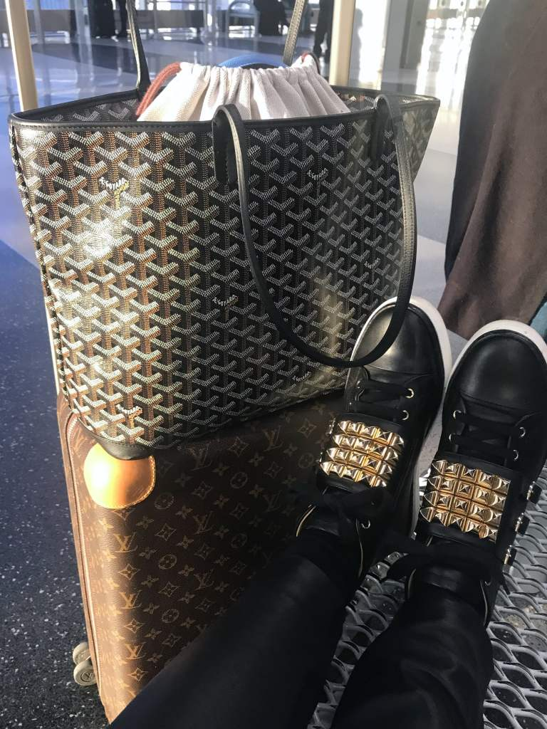 goyard artois tote mm black travel hermes kelly 32 hermes sneakers