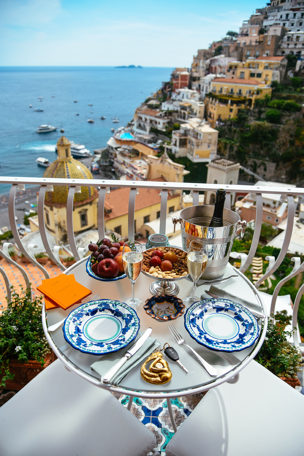 Laura Comolli, colazione in camera all'Hotel Le Sirenuse, Positano