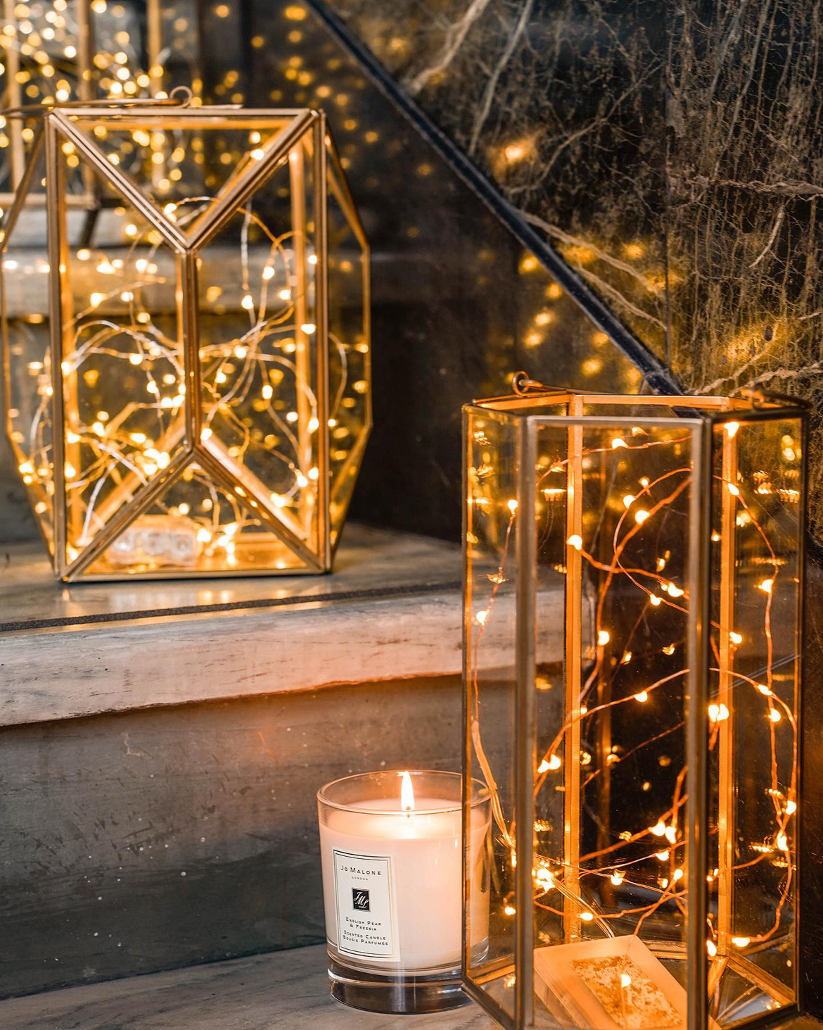 Homecoming Laura & Emanuele: Il nostro housewarming party -Scale allestite con candele Jo Malone London