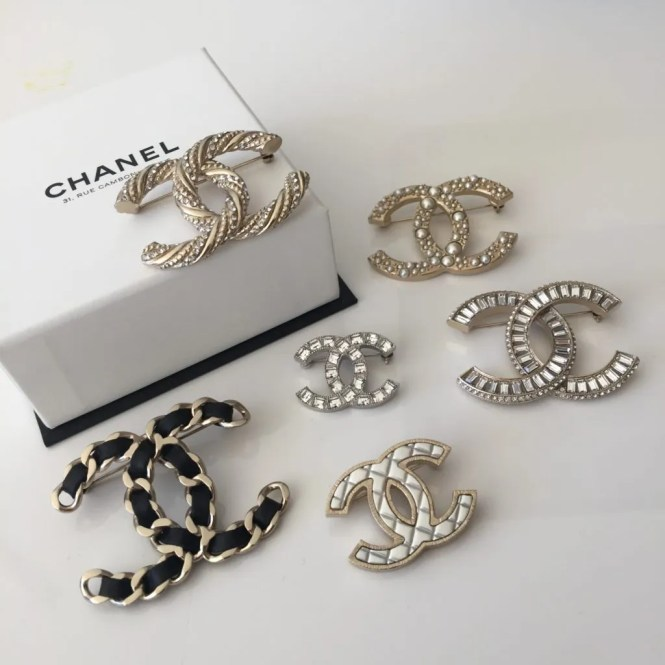 brass en cc logo brooch brushed chanel channel gold
