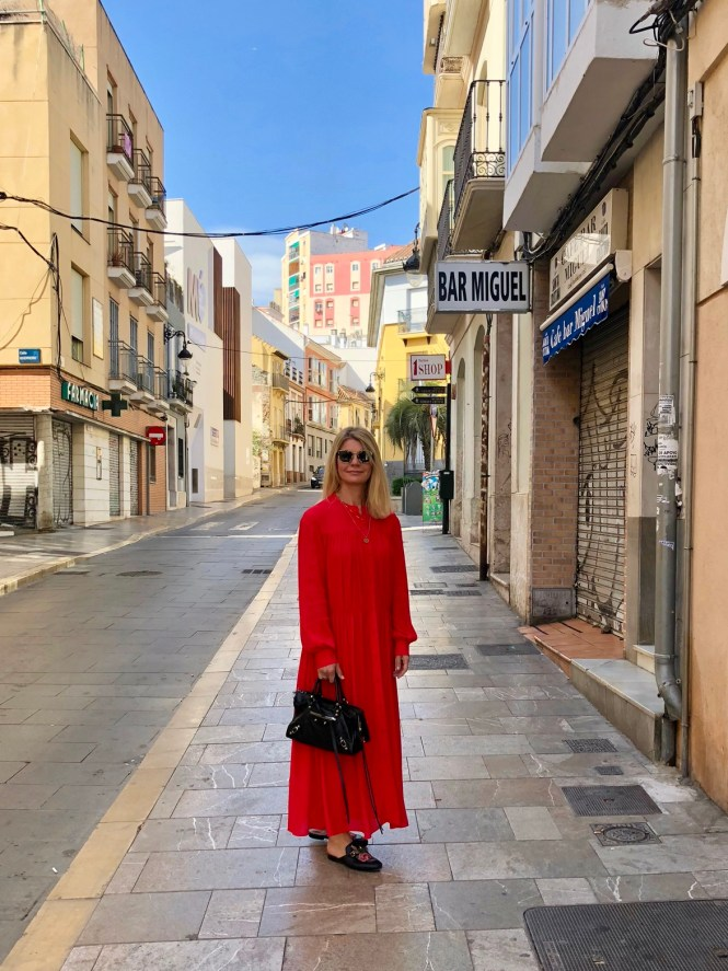Red maxi dress in the streets of Malaga