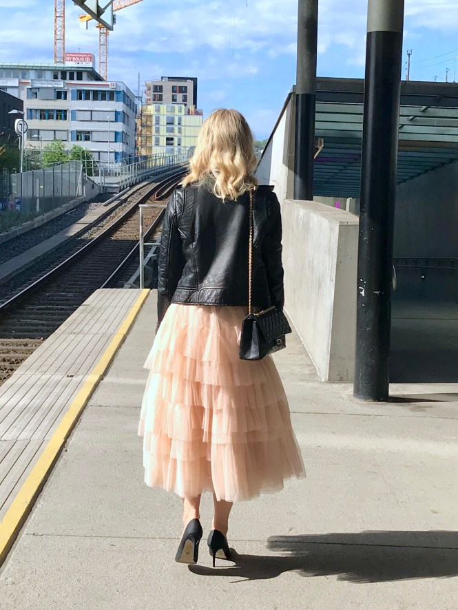Tulle skirt and leather jacket. The perfect party outfit.