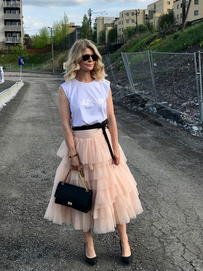Tulle skirt and contrast accessories. The perfect party outfit.