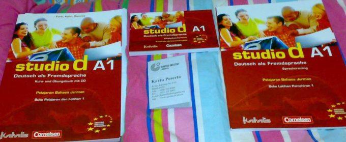 Buku Kursus Bahasa Jerman A1 di Goethe-Institut Jakarta. Baru 10 Minggu Belajar Bahasa Jerman, pusingtujuhkeliling.com