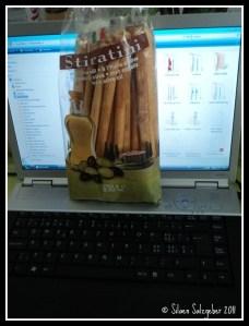 Cheese Stick di taruh suamiku di depan laptop tandanya harus segera dimakan :)