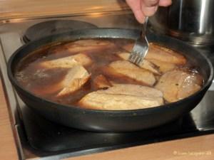 Masukan potongan daging kedalam kuah