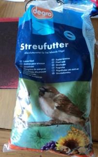 Salah Satu contoh kemasan makanan Burung Liar