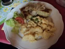 maultaschen mit zwiebelschmelze und kartoffelsalat