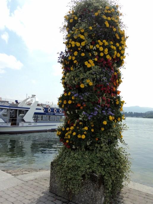 Menara bunga di kota Luzern Swiss. Flower tower in Luzern Swiss