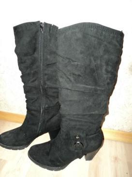 Sepatu boots tinggi