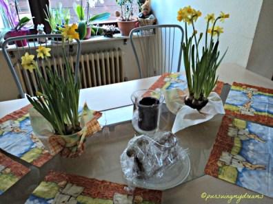 Meja Makan di Senin Paskah
